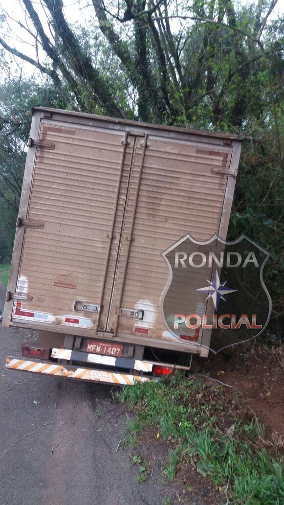 Caminhoneiro fica ferido em acidente na BR-282
