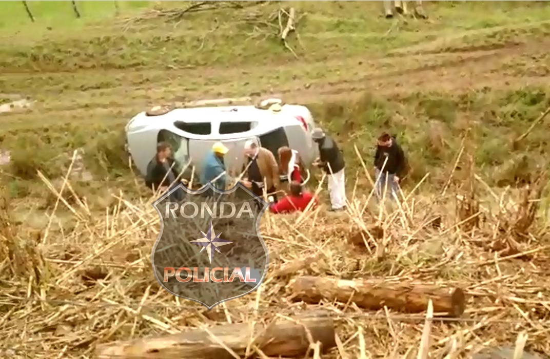 Três pessoas ficam feridas em grave acidente
