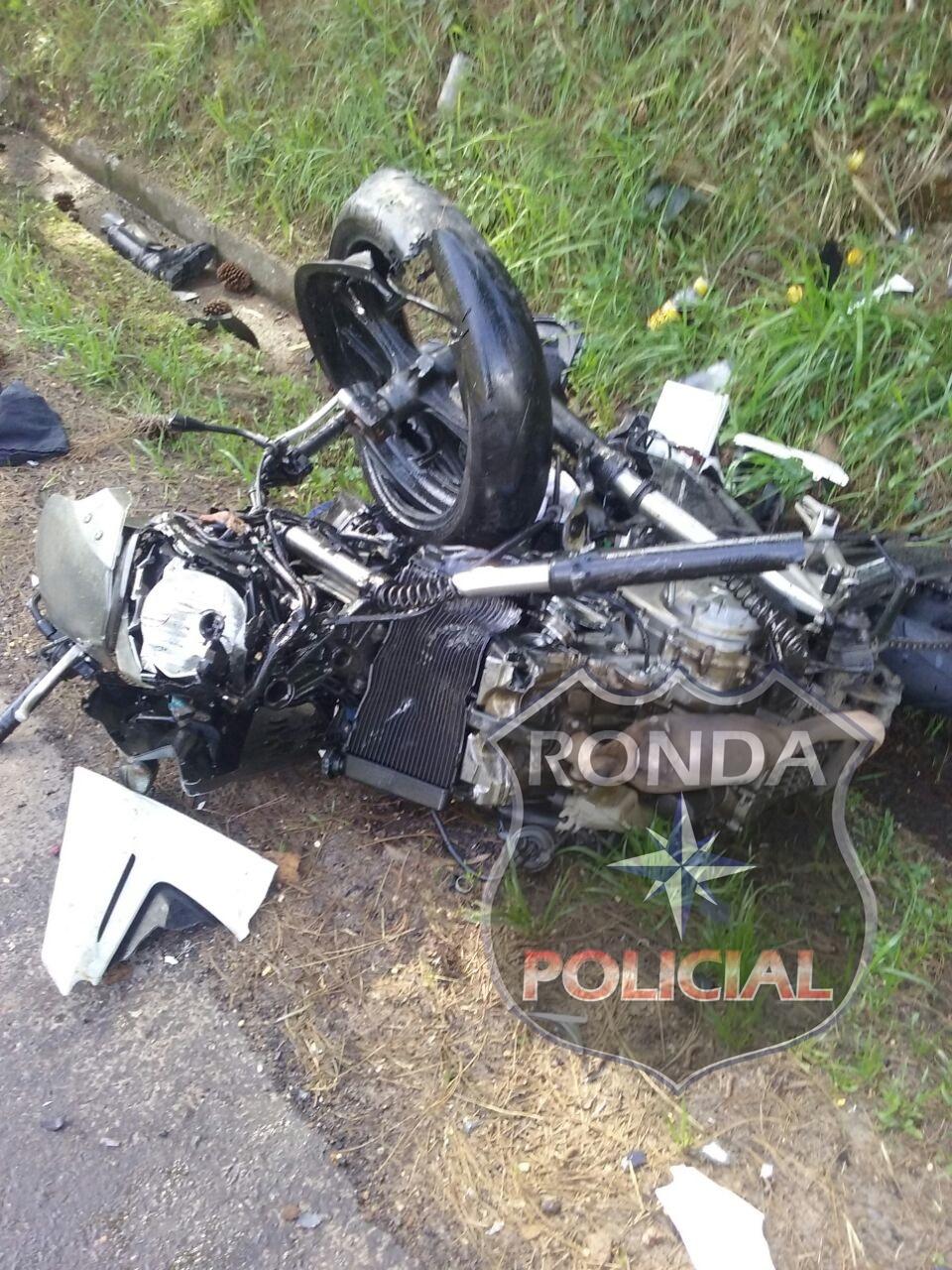 Sargento da PM morre após colidir moto com caminhão na 282