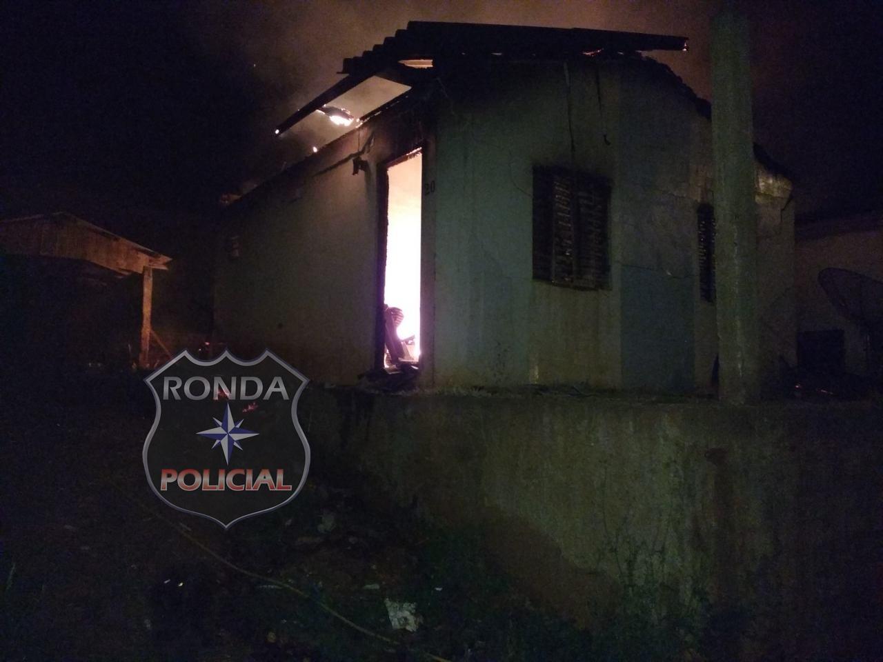 Homem incendeia casa depois de ameaçar e brigar com a ex-mulher