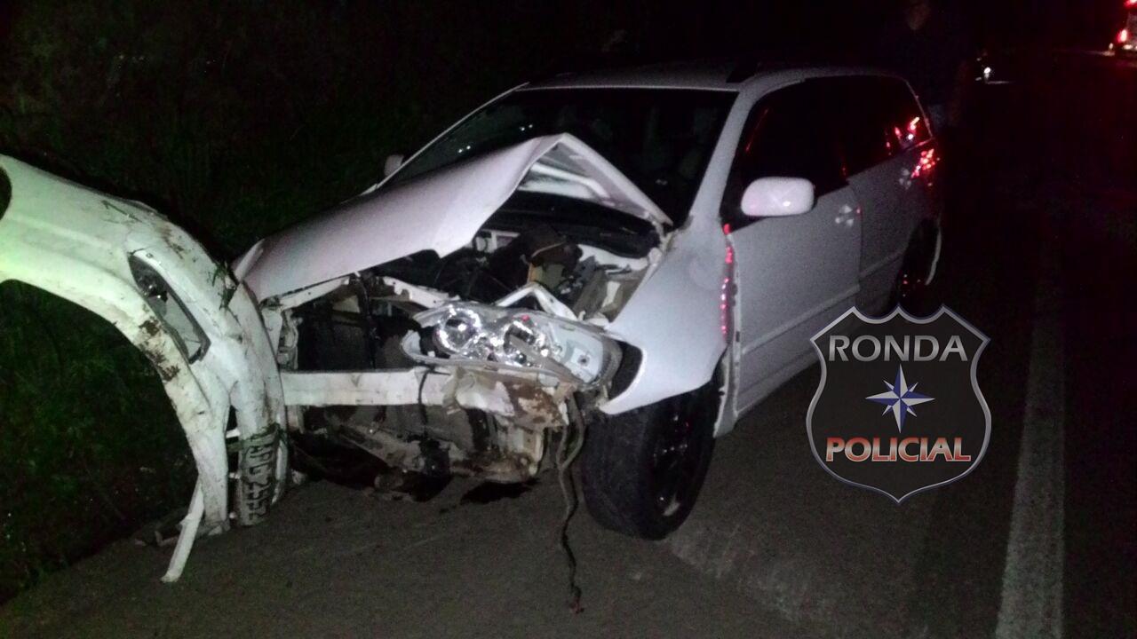 Três pessoas ficam feridas em acidente na BR-282