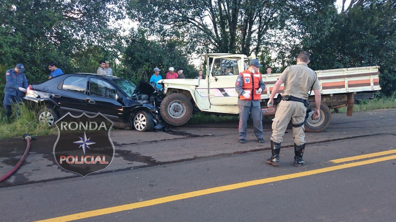 Quatro pessoas ficam feridas em violenta colisão