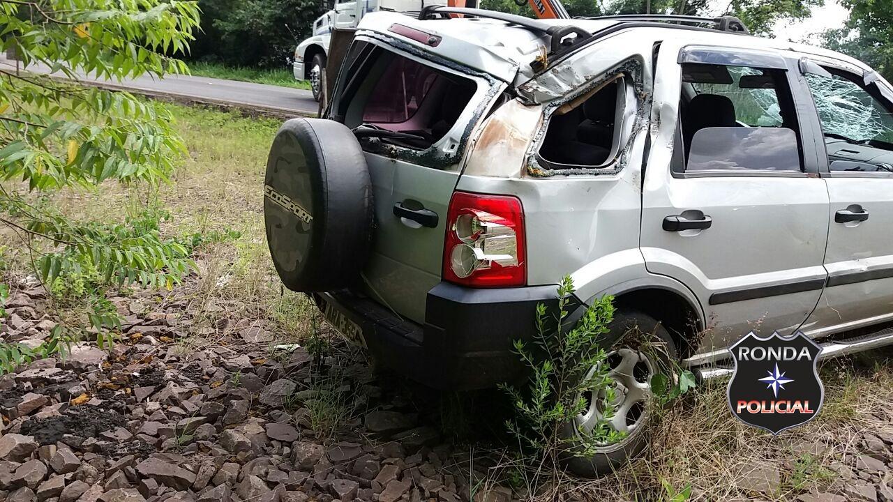 Motorista capota veículo para evitar colisão com carreta