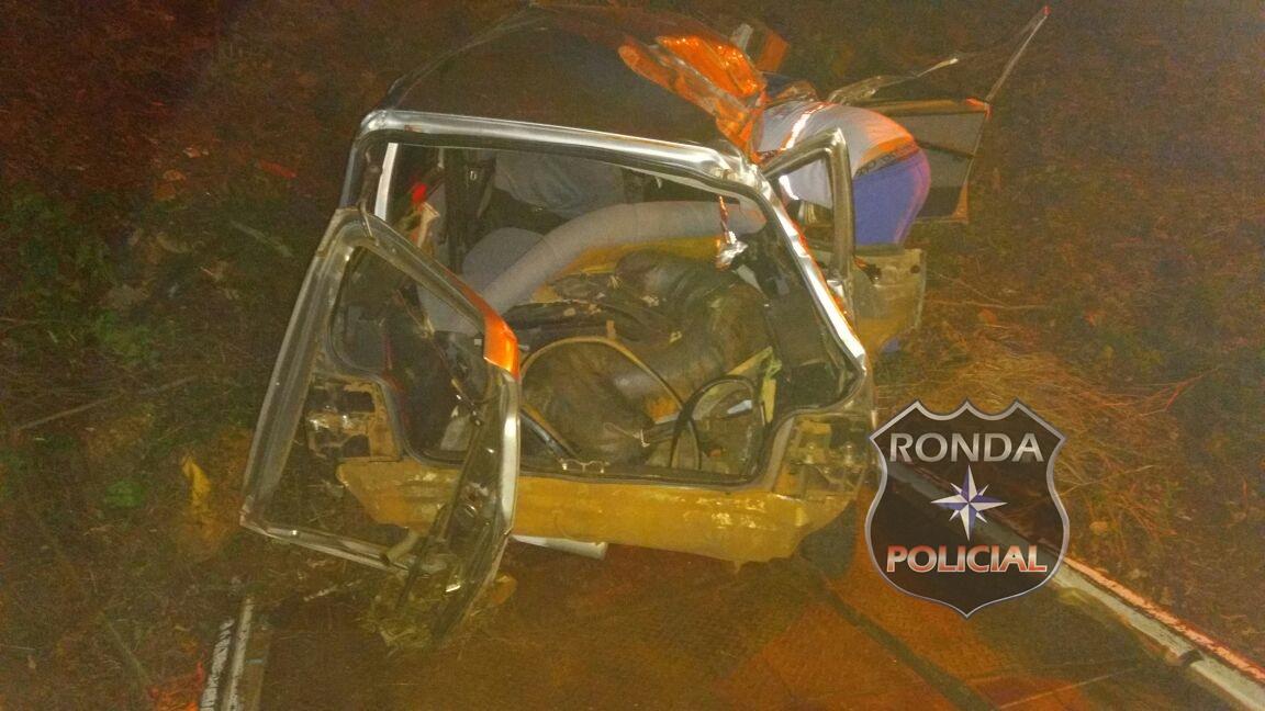 Duas pessoas ficam feridas em capotamento na BR-282