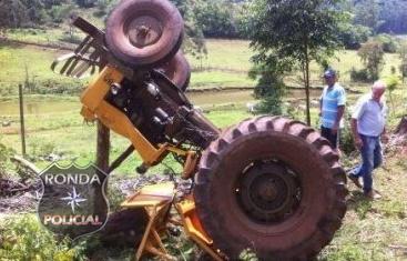 Agricultor morre depois de tombar trator em propriedade rural