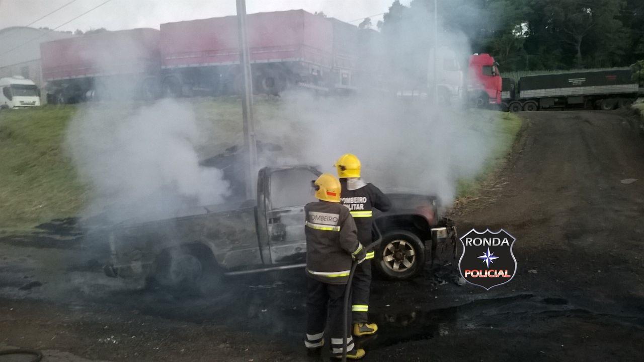 Botijão de gás provoca incêndio em veículo