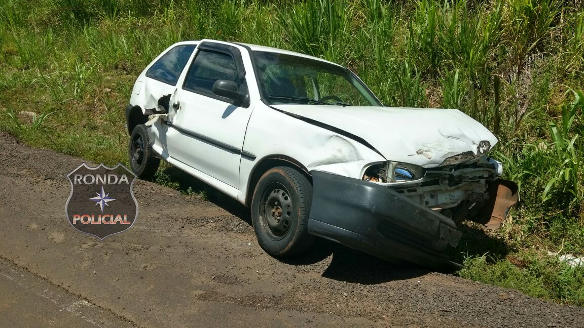 Motorista perde o controle ao tentar realizar ultrapassagem em local proibido