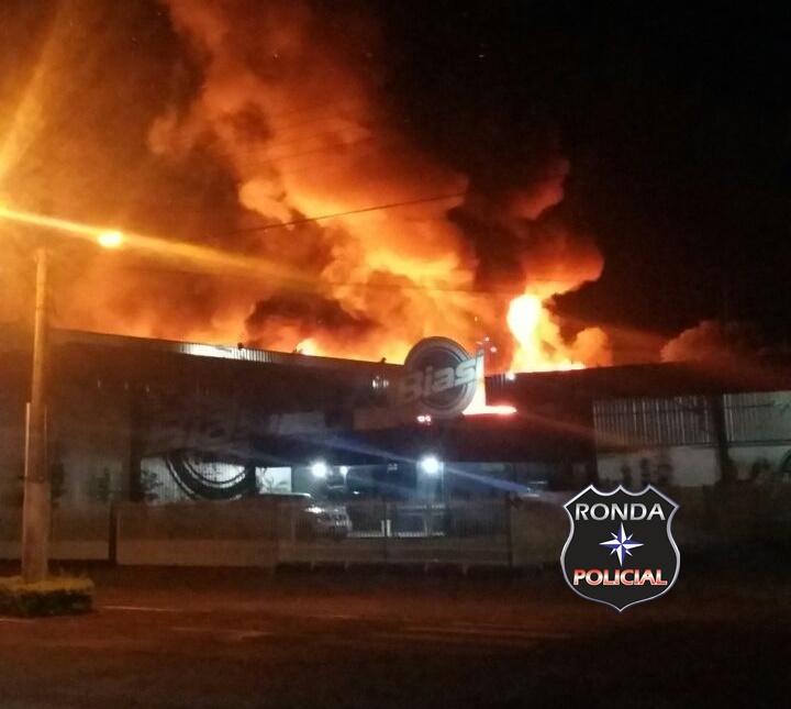 Incêndio de grandes proporções é registrado no centro de Caibi