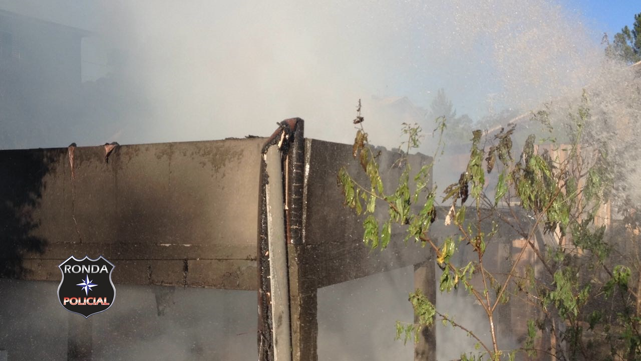 Casa é consumida pelo fogo