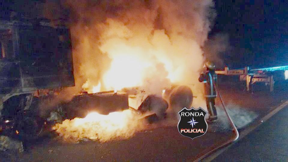 Caminhão de Xaxim é consumido pelo fogo na BR-153
