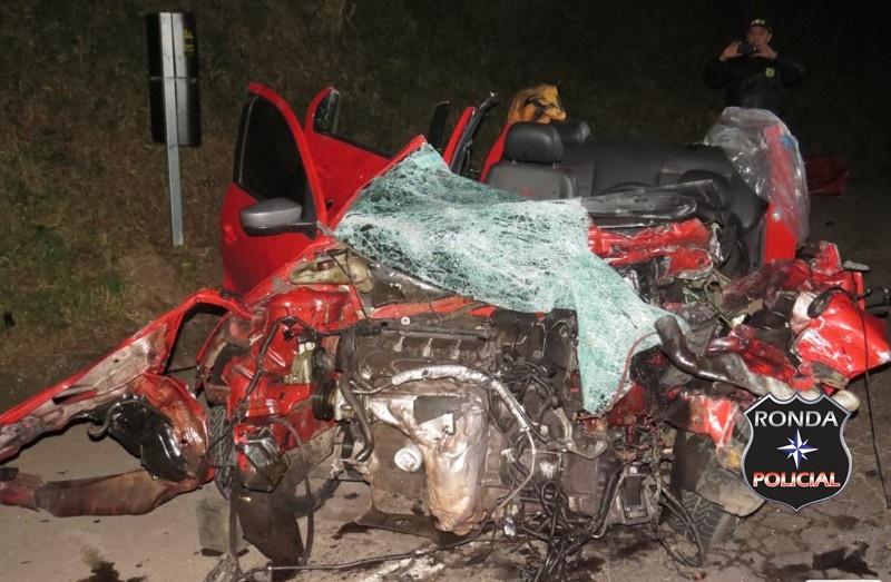 Motorista fica preso as ferragens em grave acidente na 282