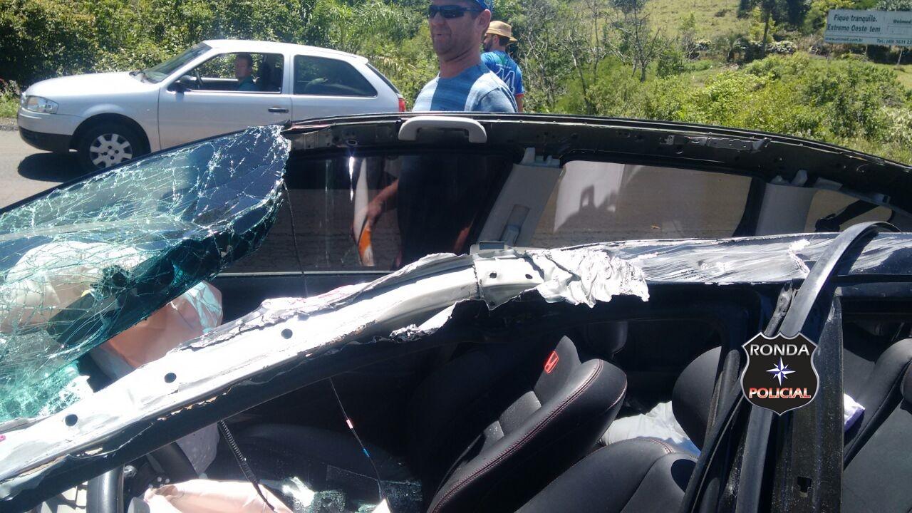 Reboque desprende e atinge veículo deixando quatro pessoas feridas na BR-158