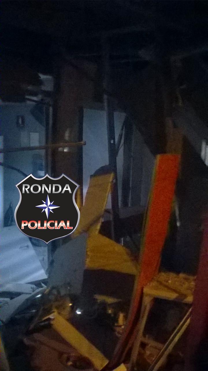 Quadrilha explode caixa eletrônico do Santander durante a madrugada