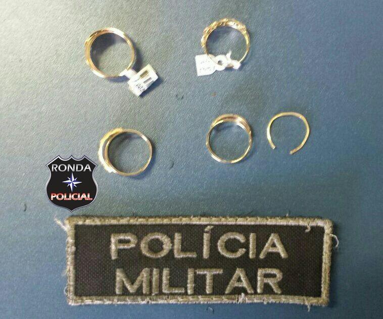 Mulher é presa depois de furtar joias em joalheria