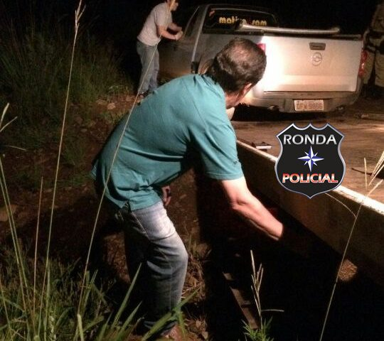 Jovens abandonam picape de Xanxerê em meio a matagal após fuga da PM