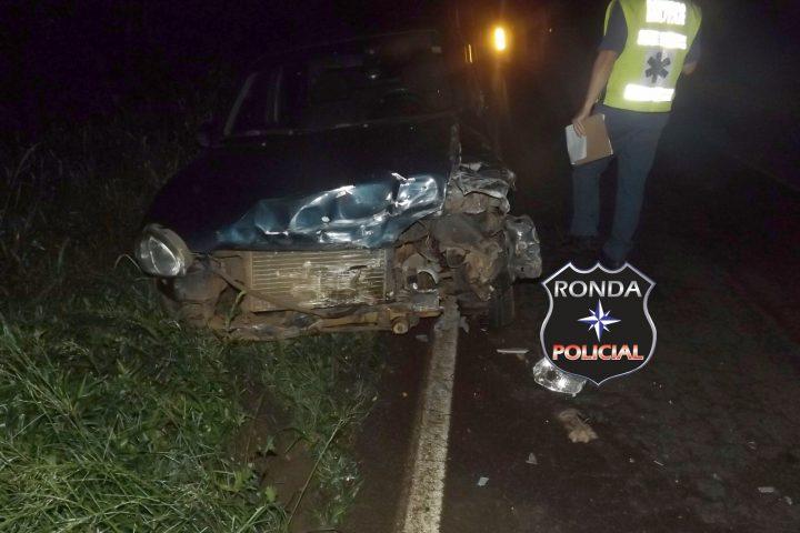 Carro capota na 282 após violenta colisão