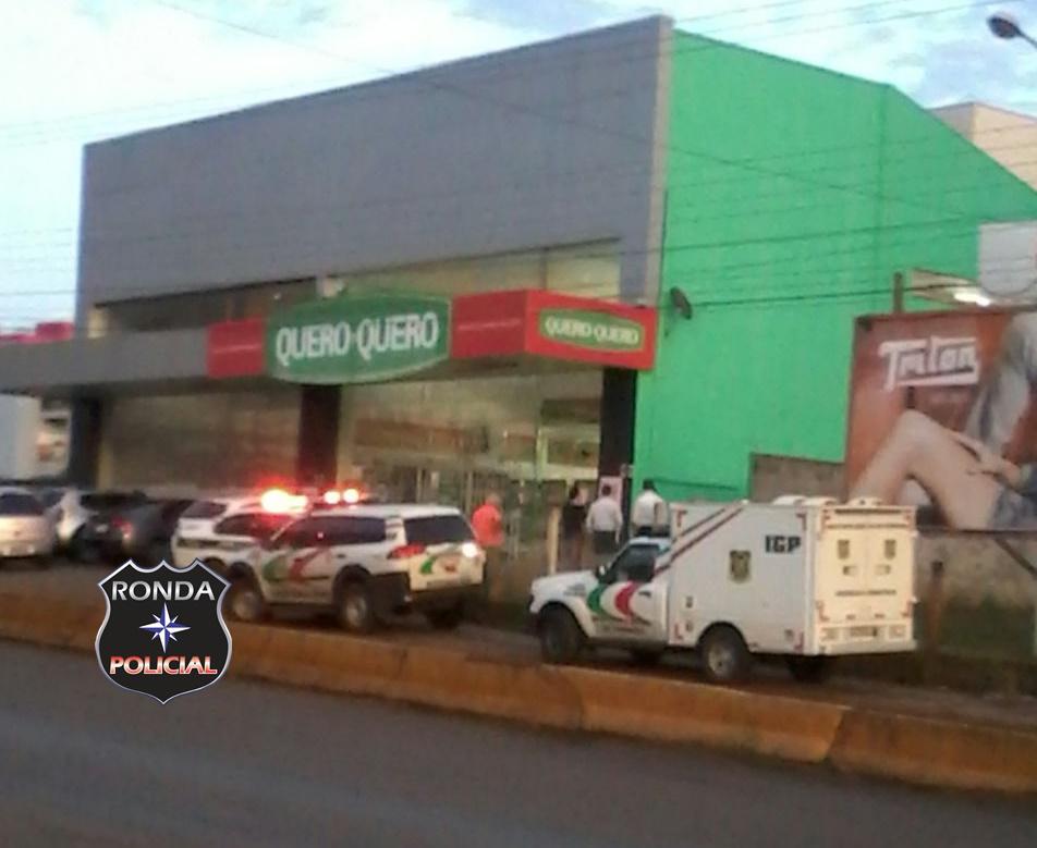 Jovem é morto a tiros ao por vigilante ao tentar arrombar loja na madrugada