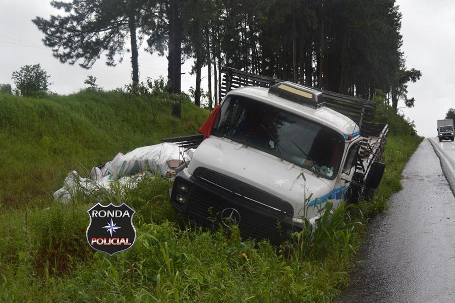 Caminhoneiro fica ferido em acidente na 282 em Xanxerê