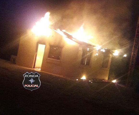 Emissora de Rádio é consumida pelo fogo durante a madrugada