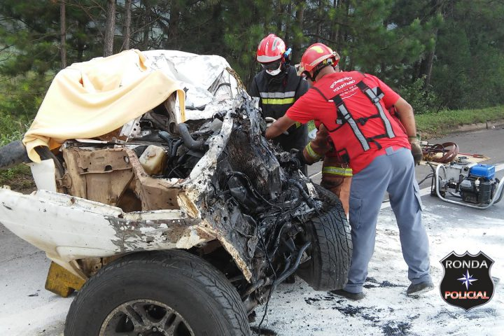 Motorista morre em grave acidente entre camioneta e carreta próximo ao trevão de Irani