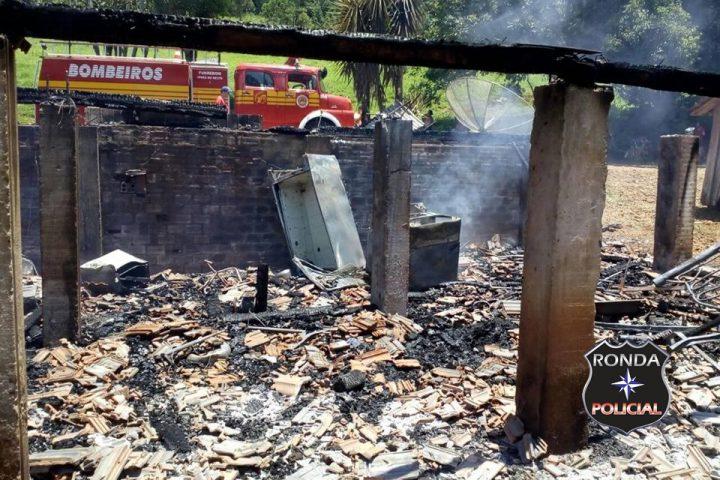 Incêndio consome residência no interior