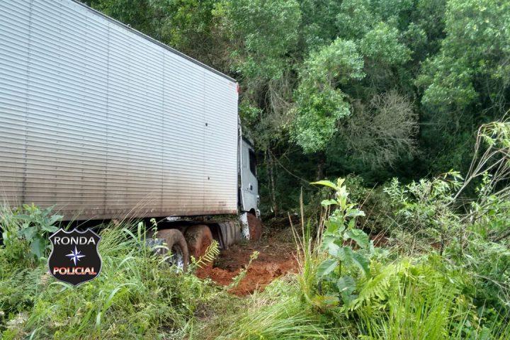 Caminhoneiro de Xaxim sofre acidente na Serra da Santa