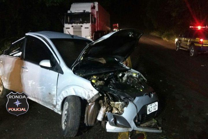 Motorista fica ferido ao colidir veículo em barranco a margem da 282