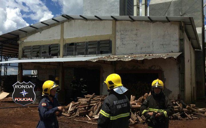 Bombeiros atuam a mais de 14 horas no combate a incêndio em silo da BRF