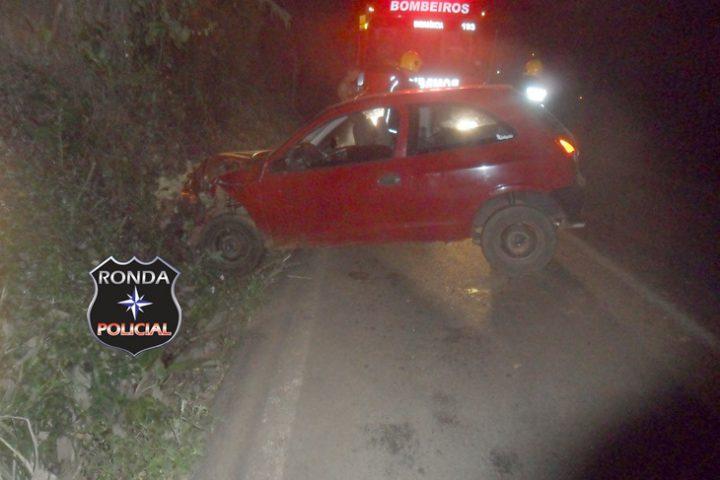Jovem é encaminhado ao hospital após acidente durante a madrugada na 282