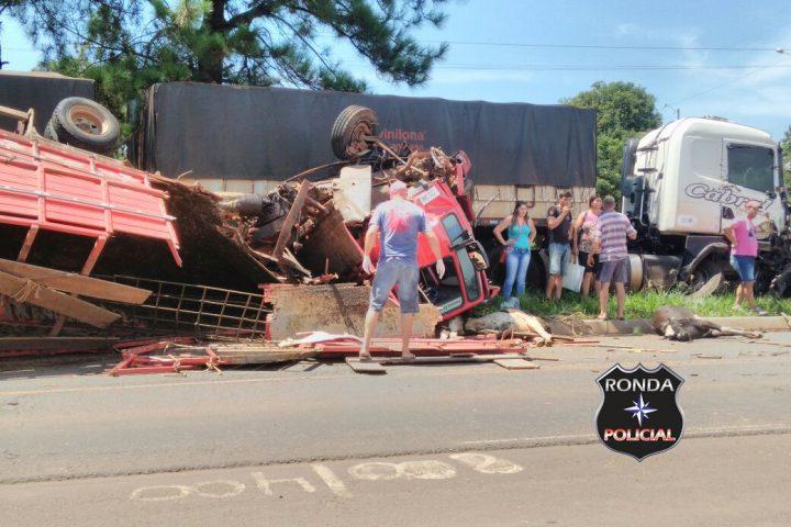 Violenta colisão entre carreta e caminhão deixa três feridos na BR-163