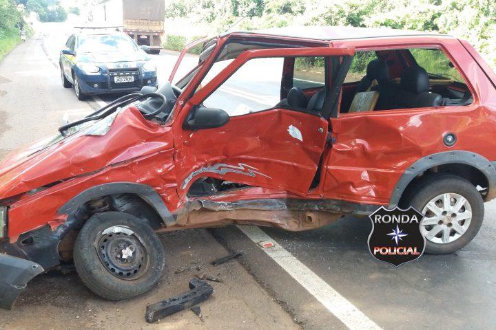 Duas pessoas ficam feridas em grave acidente na 158