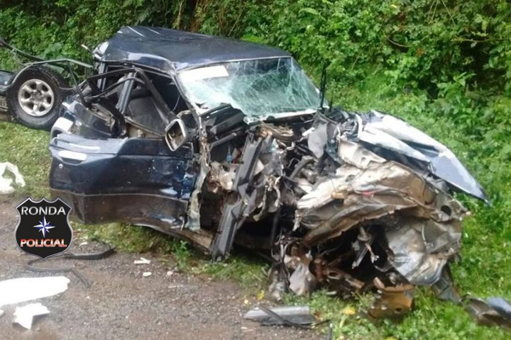 Duas pessoas ficam feridas em grave acidente na BR-153