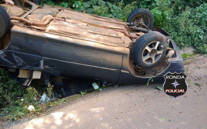 Jovem motorista fica ferido em capotamento na SC-283