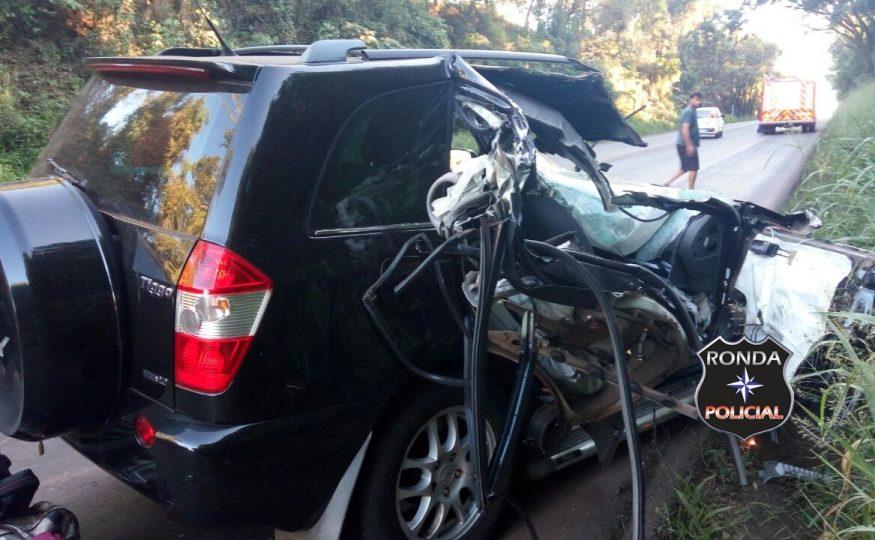 Violenta colisão é registrada na BR-282