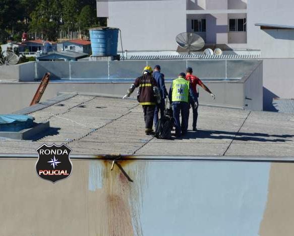 Jovem morre eletrocutado durante trabalho de pintura em prédio