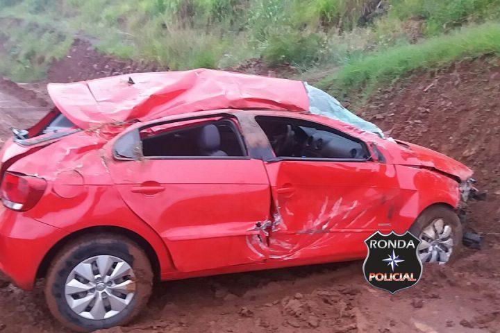 Jovem fica ferida ao capotar veículo na BR-163