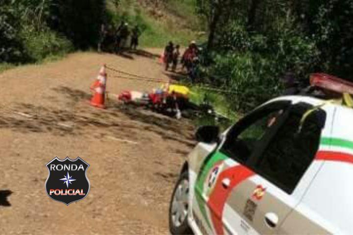 Idoso morre em violenta colisão entre duas motos em estrada rural