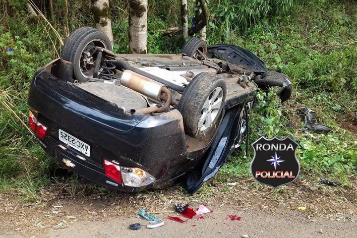 Carro de Xanxerê capota após se envolver em grave acidente na SC-355