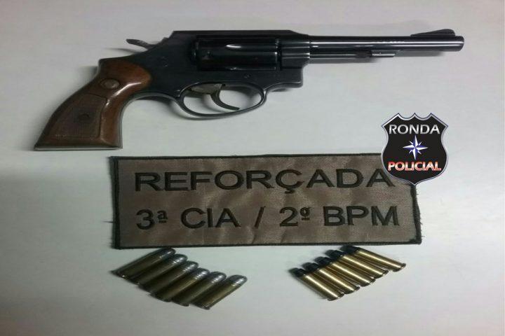 Guarnição reforçada apreende arma durante operação em bares e boates