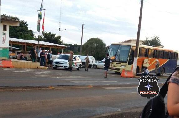 Ônibus de acadêmicos de Unoesc Xanxerê é impedido pela polícia de seguir viagem até a faculdade