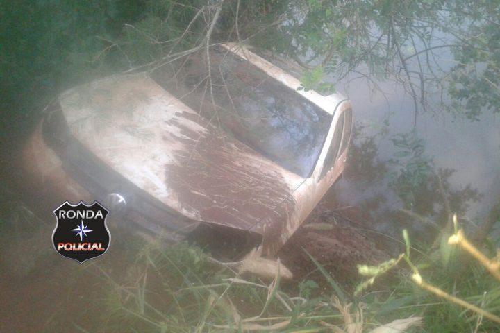 Veículo furtado é localizado submerso no Rio Chapecozinho