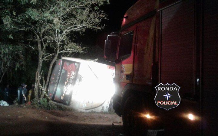 Acadêmicos morrem em grave acidente entre ônibus e carro na SC-480