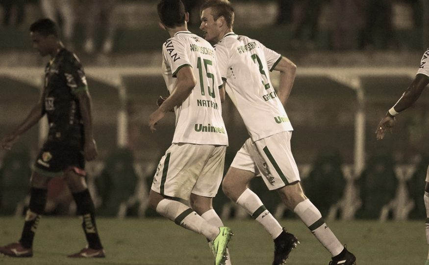 De virada Chapecoense vence o Brusque e segue líder do returno do Catarinense