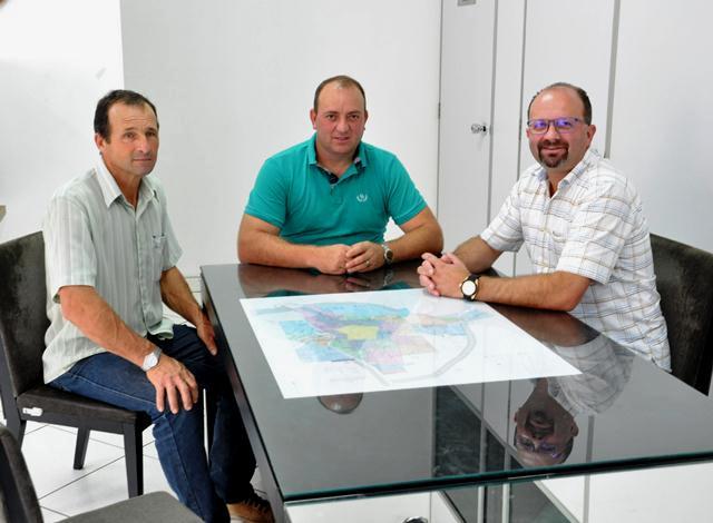 Assessores de deputados estaduais visitam vereador em Xanxerê