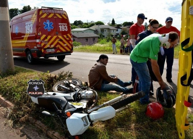 Colisão entre moto e ambulância deixa dois feridos