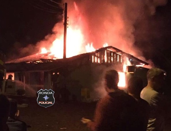 Incêndio consome residência próximo da Apae