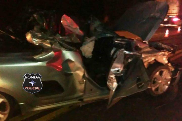 Jovem fica presa às ferragens em grave acidente na BR-282