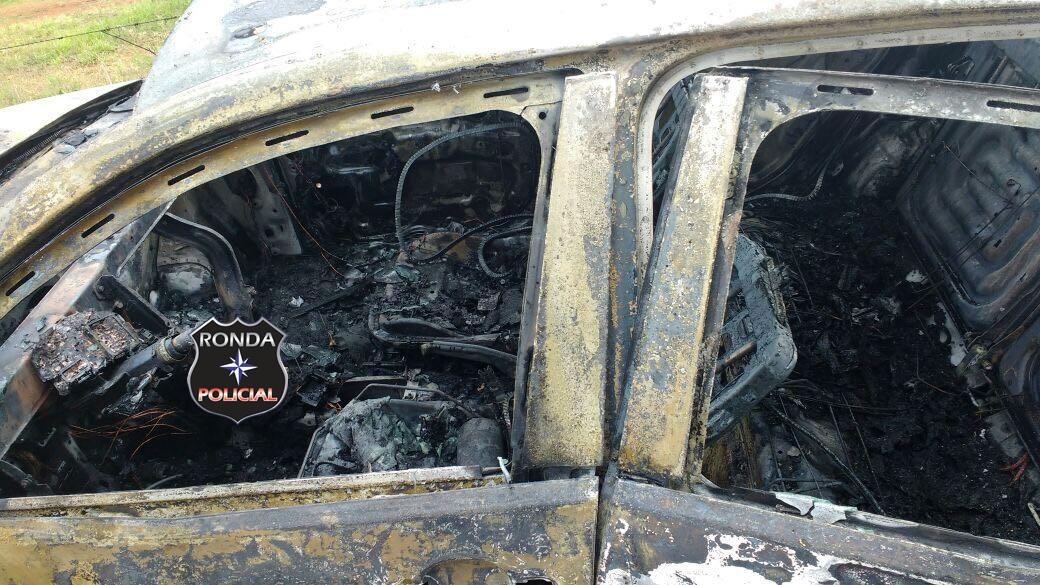 Jovem sofre queimaduras ao tentar combater incêndio em veículo