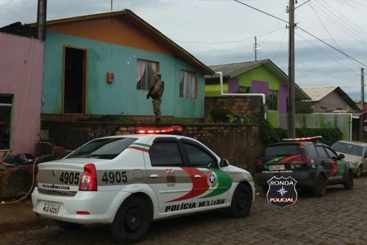 Ação conjunta entre PM e PC cumpre mandados de busca e apreensão em Ponte Serrada