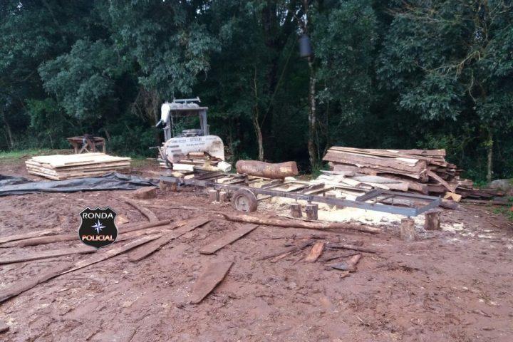 Polícia Militar realiza operação para combater contrabando de madeira nativa